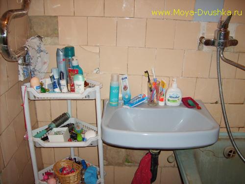 Стена между раздельной ванной и туалетом