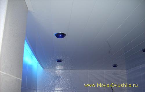 Расслабляющее освещение в ванной комнате